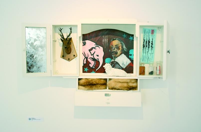 Cémignon ou la synthèse, Armoire de toilette, peintures et objets, 2008