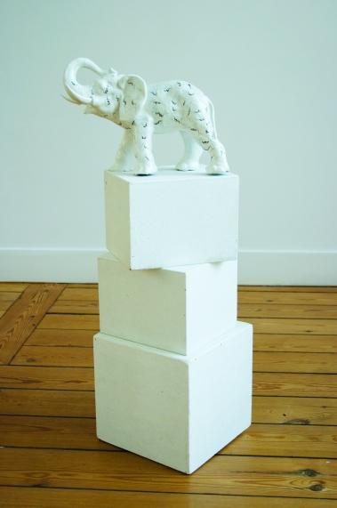 Eléphant-Delirium-Fétiches, Céramique peinte, 2008