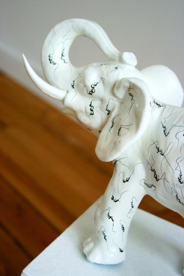 Eléphant-Delirium-Fétiches, détail 2, Céramique peinte, 2008