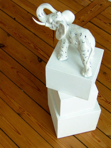 Eléphant-Delirium-Fétiches, détail 3, Céramique peinte, 2008